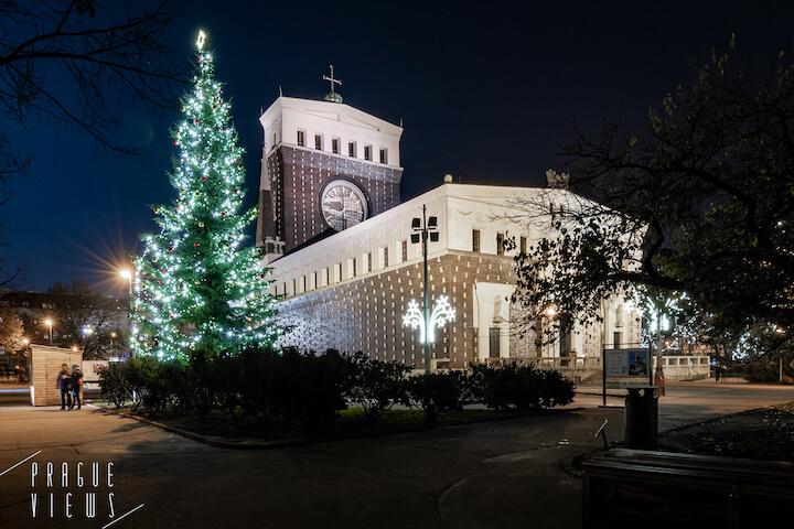 prague christmas tree jiriho z podebrad square jzp