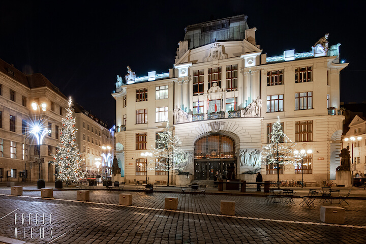 prague christmas tree marian square