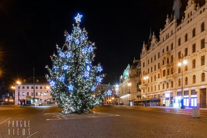 prague christmas tree republic square